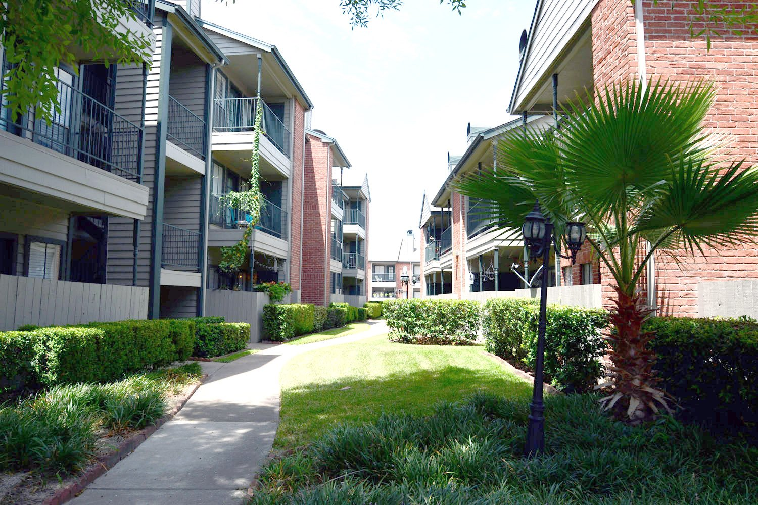 Ascot Court Apartments In 77064